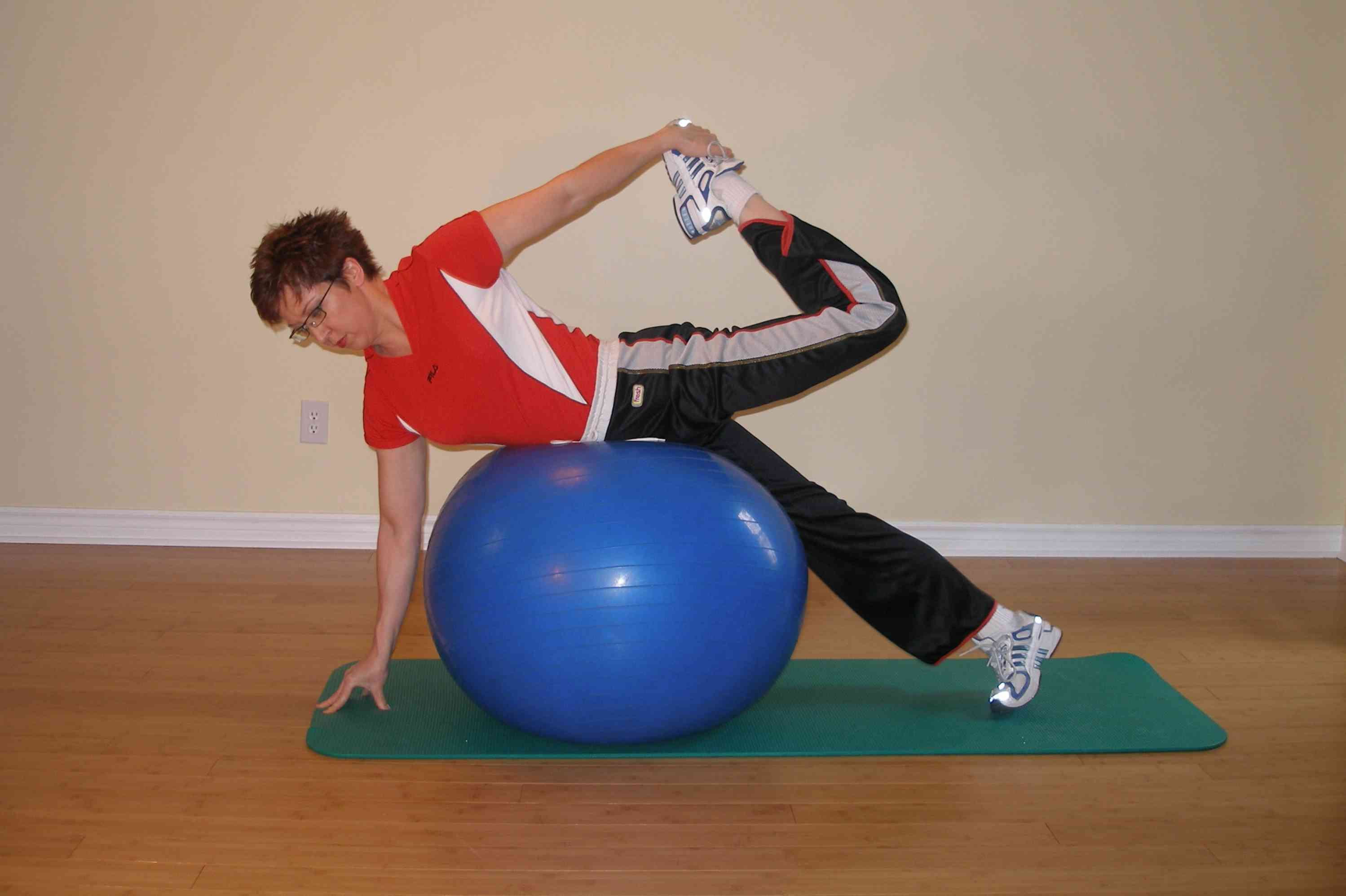 exercise ball stretching quads