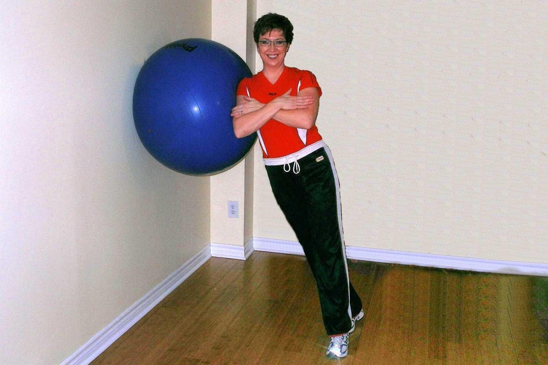 side squat ball exercise start