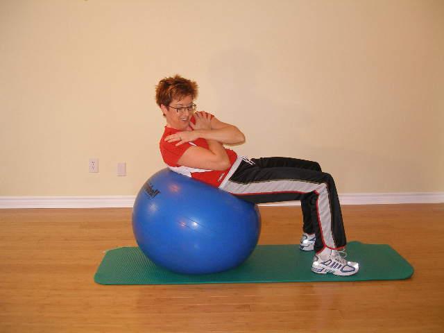 exercise ball oblique crunch 2 finish