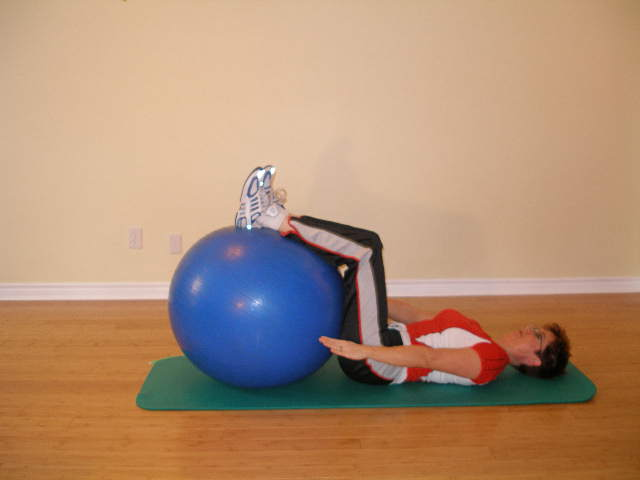 ab crunch with legs on the exercise ball 1