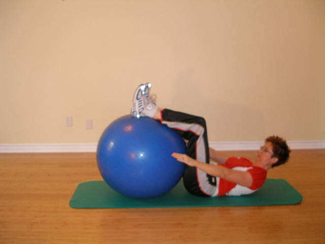 ab crunch legs on the stability ball finish