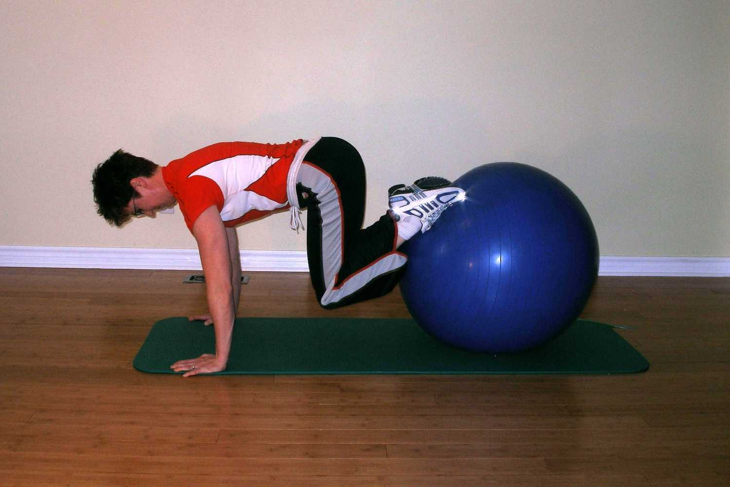 best skiing exercises with the exerise ball