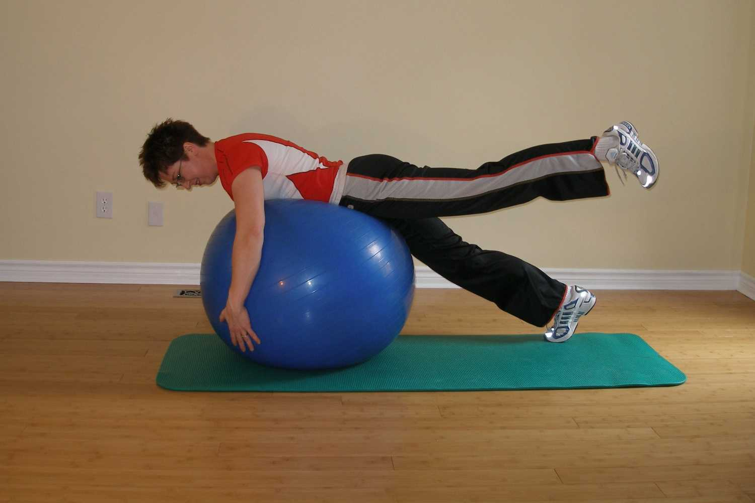 swaying ball plank left