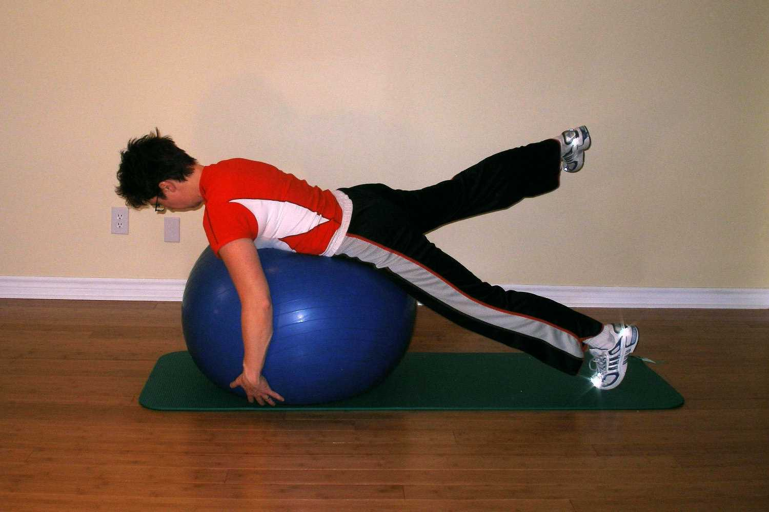 swaying ball plank right