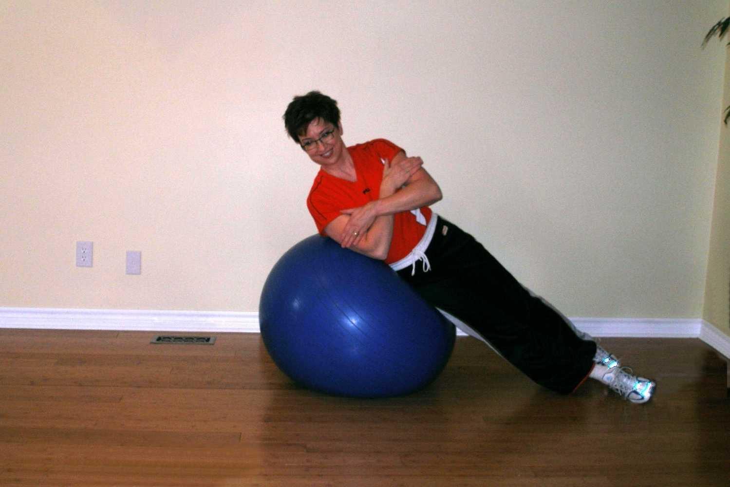 side crunch on ball start