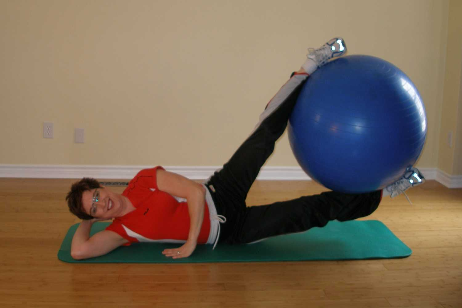 exercise ball side lift