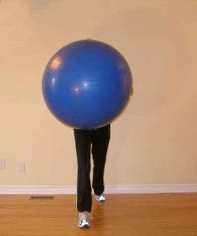 lunge and twist ball exercise starting position