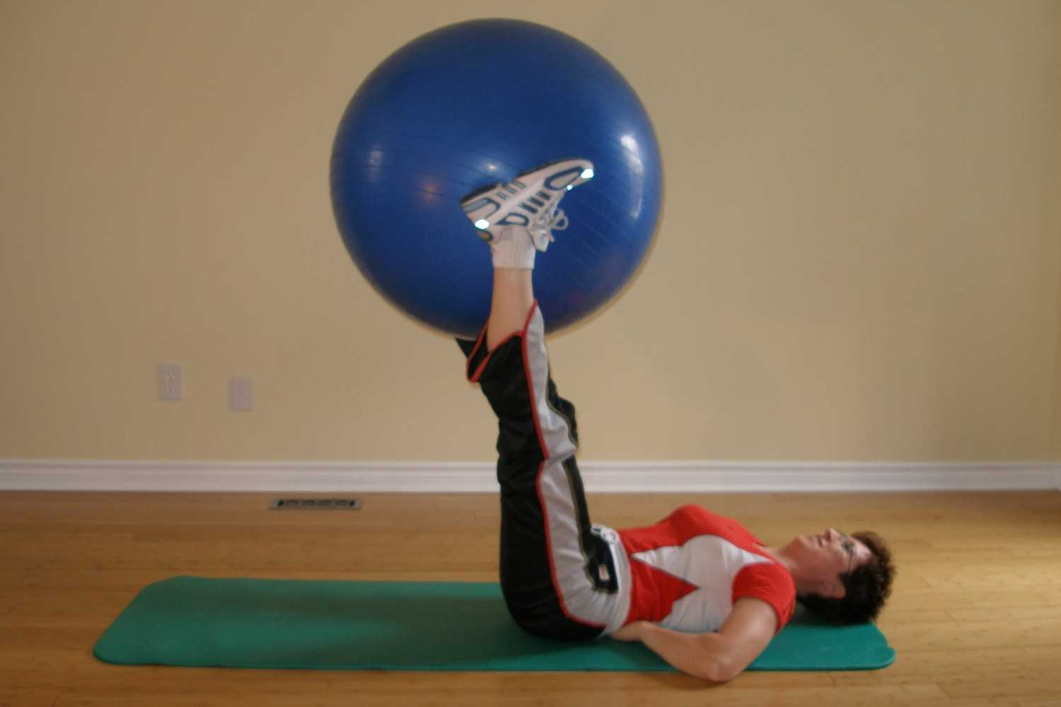 knee extension ball exercise starting position