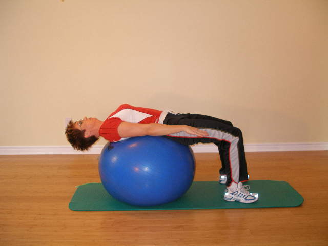 Ab crunch on the exercise ball - easy version start position