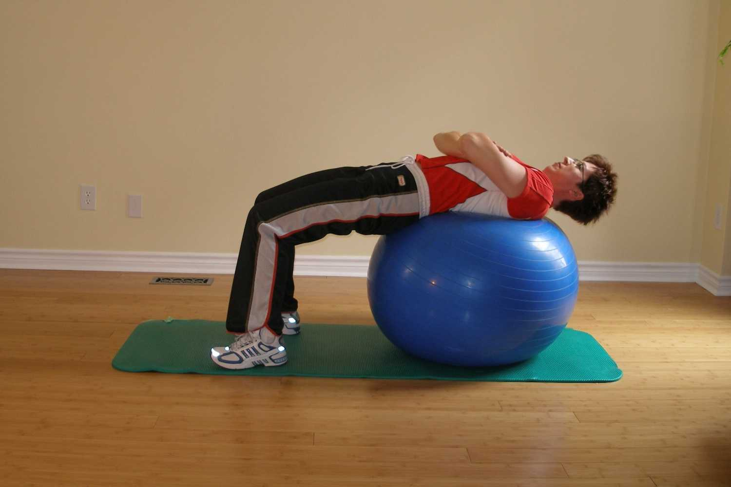 exercise ball ab crunch start