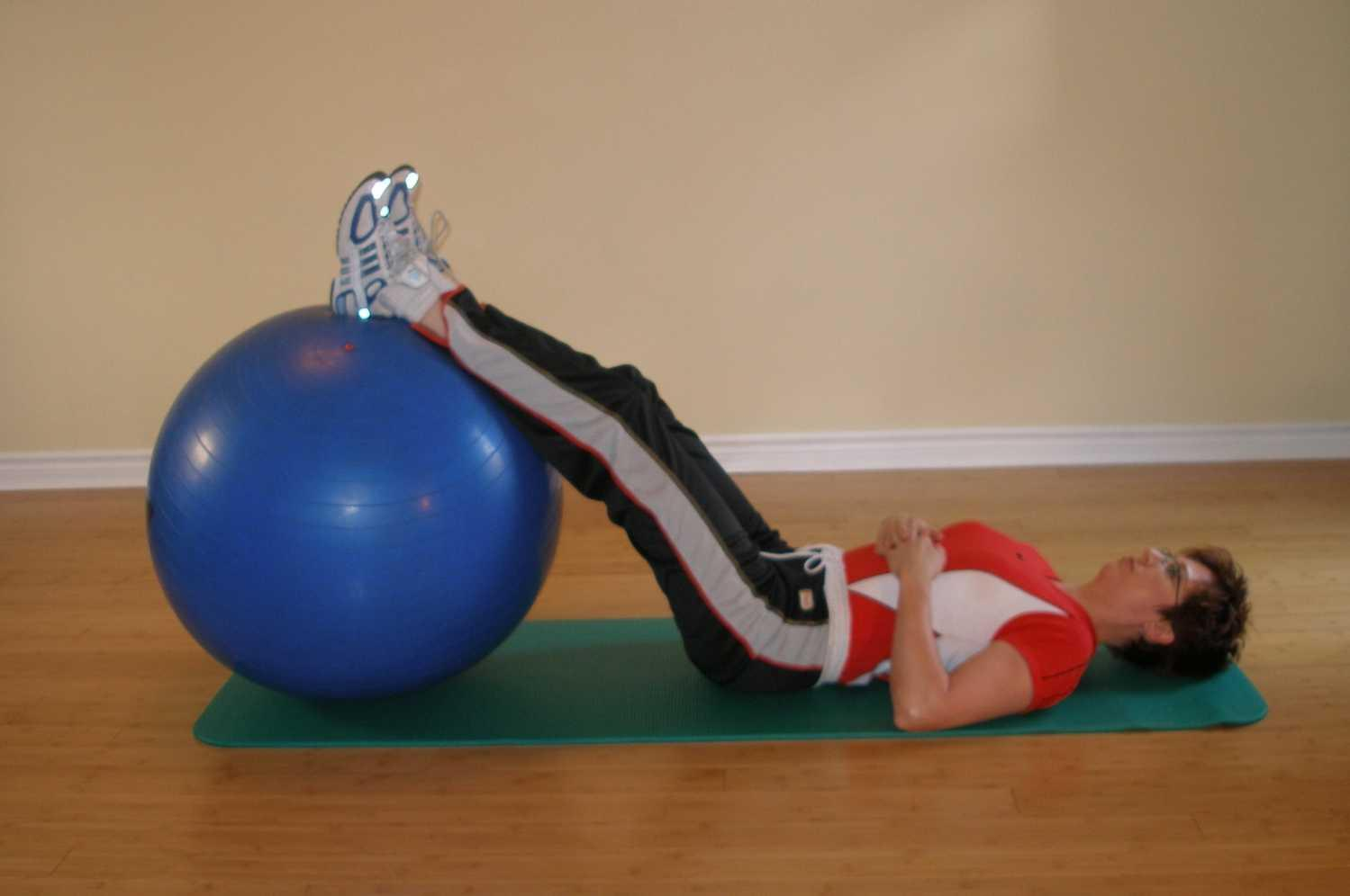exercise ball bridging starting position