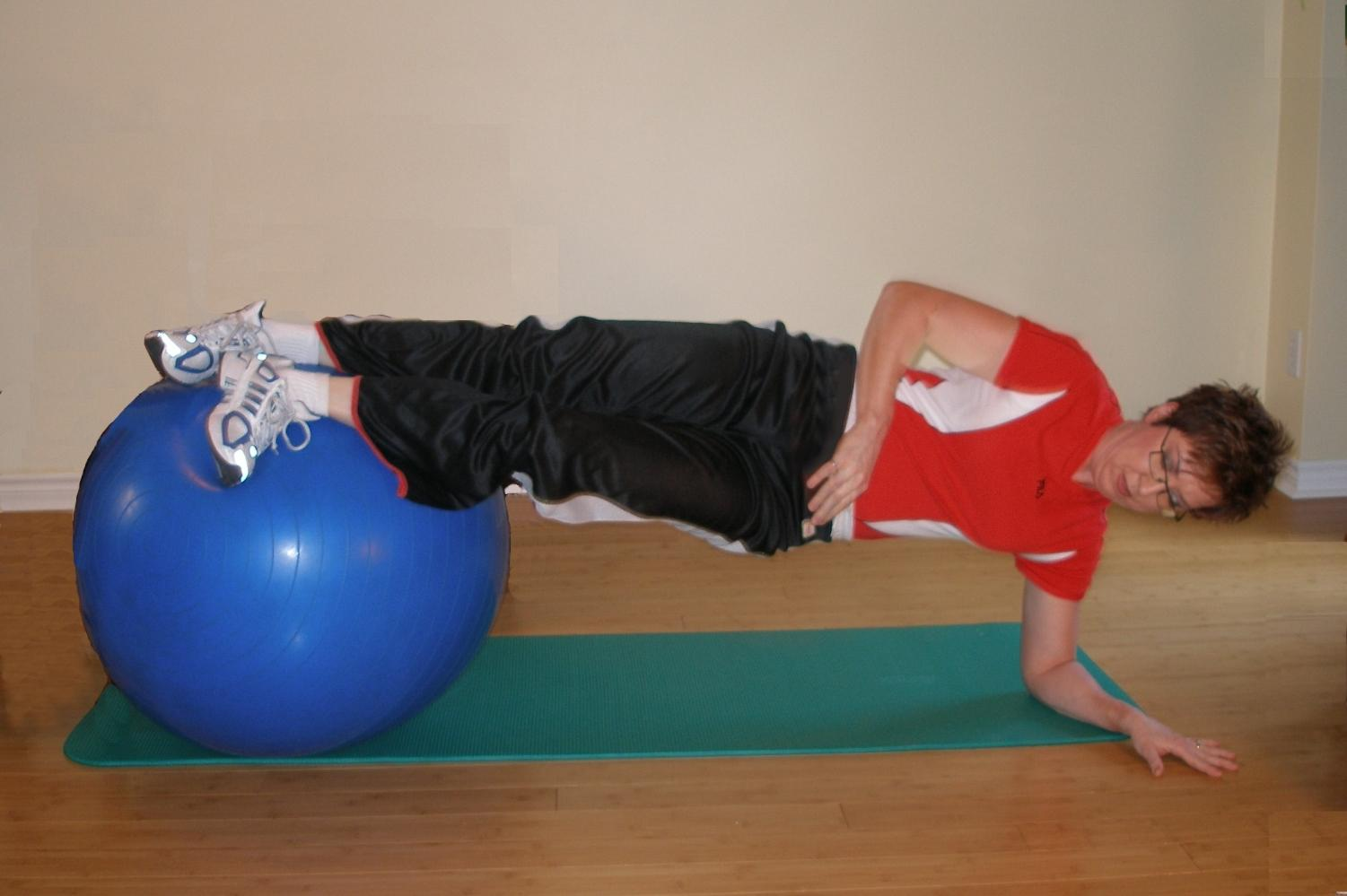 side bridging on the exercise ball