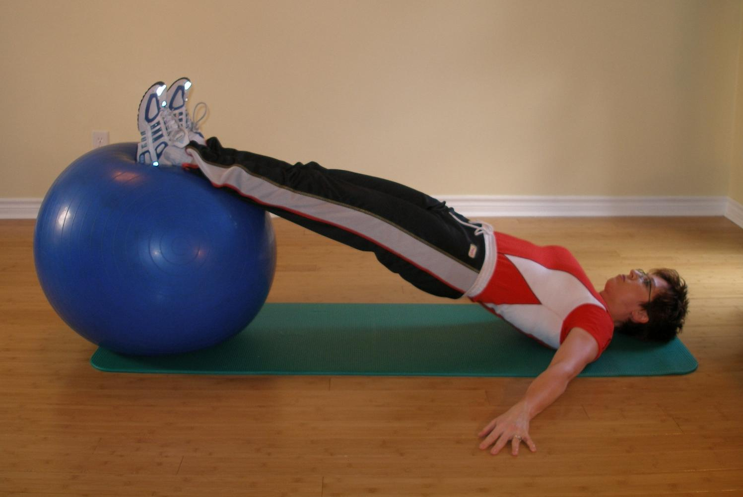 hamstring curl with ball starting position