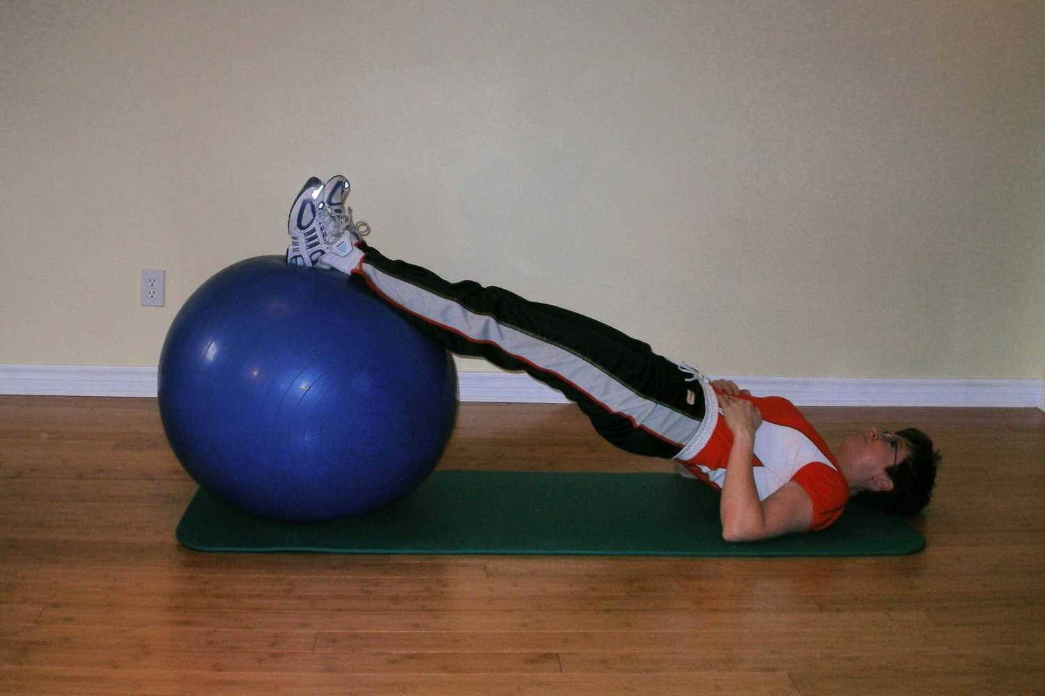 exercise ball hamstring curl starting position
