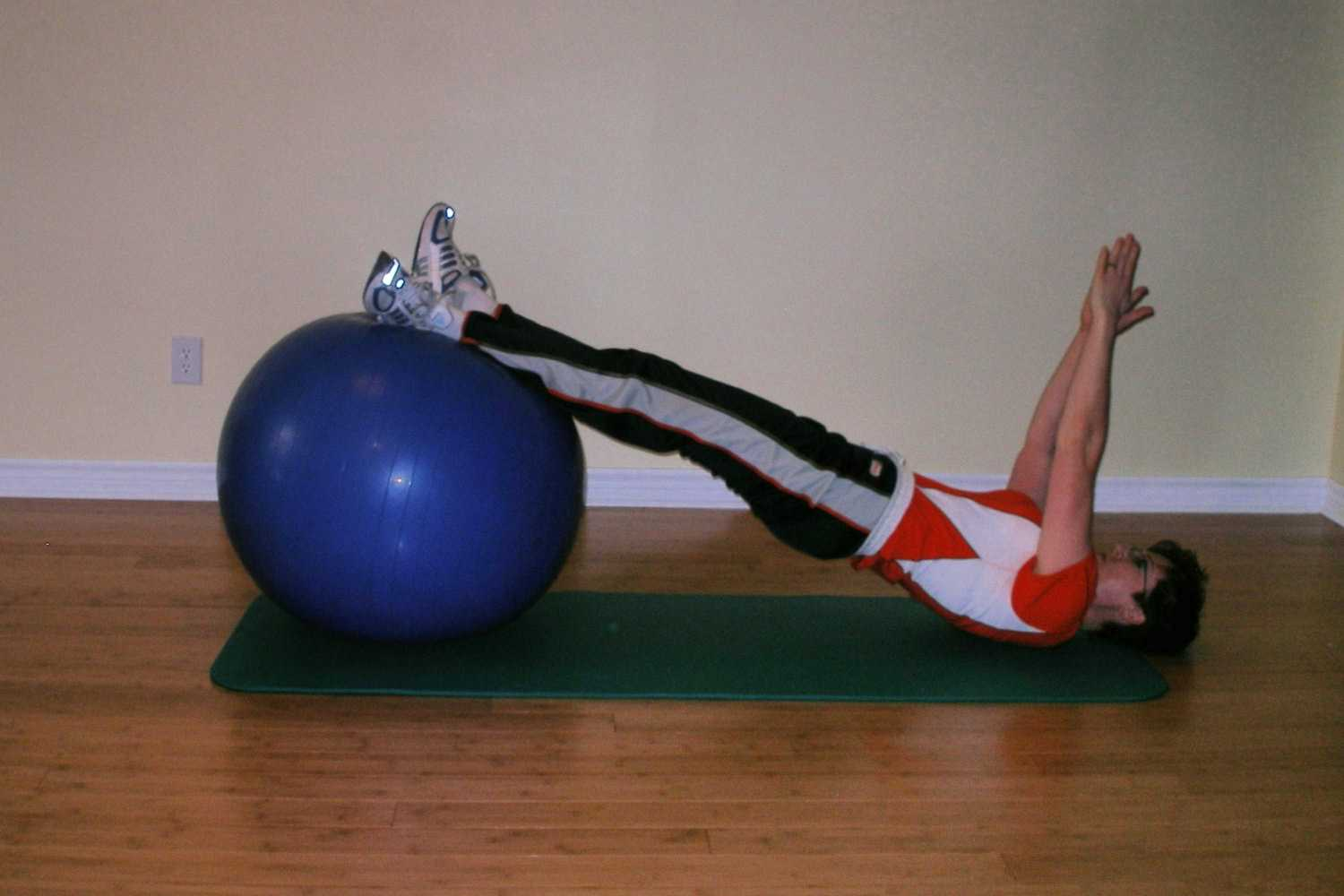 exercise ball hamstring curl with arms up start