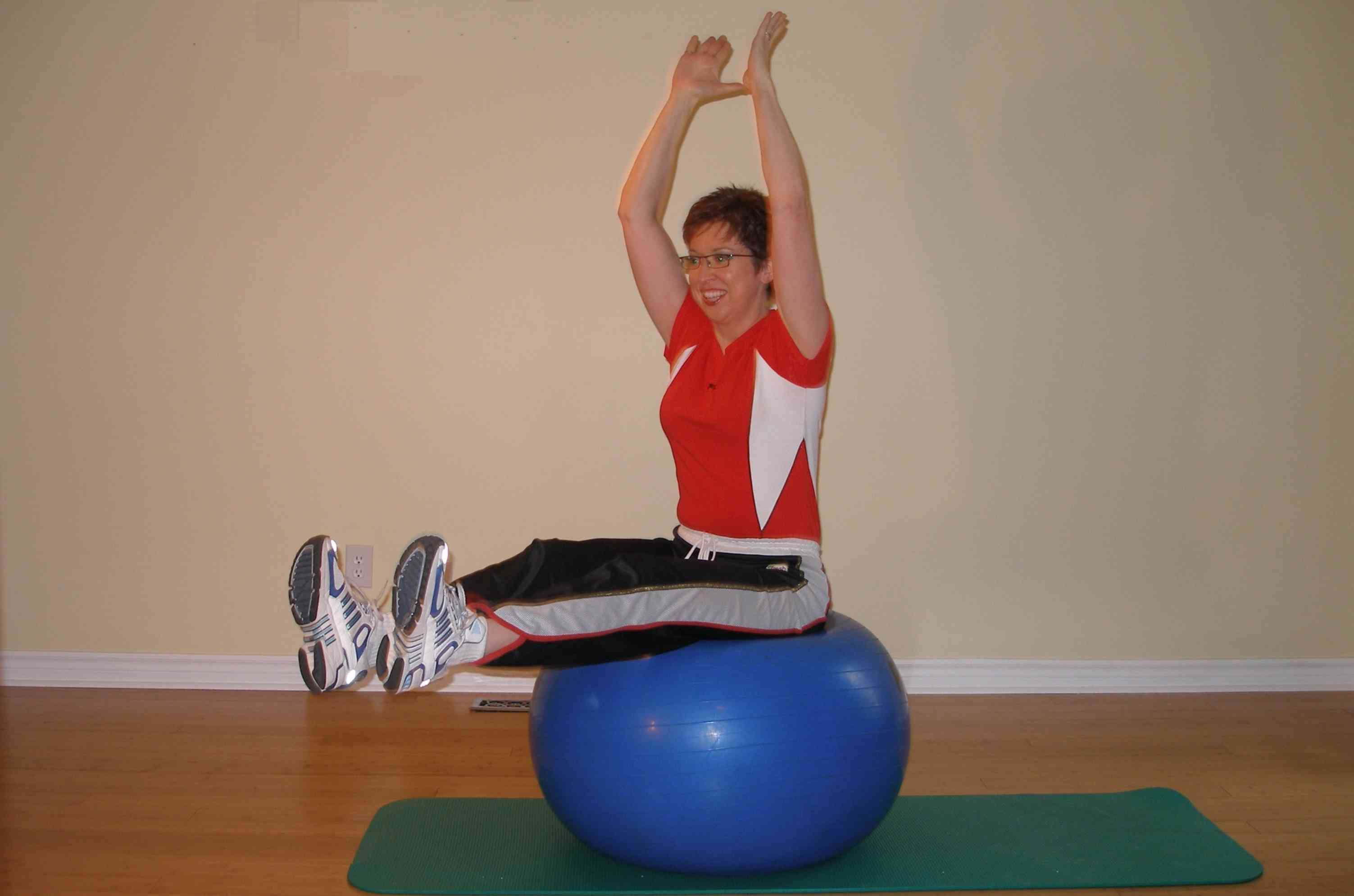 bilateral leg raise on the stability ball finish