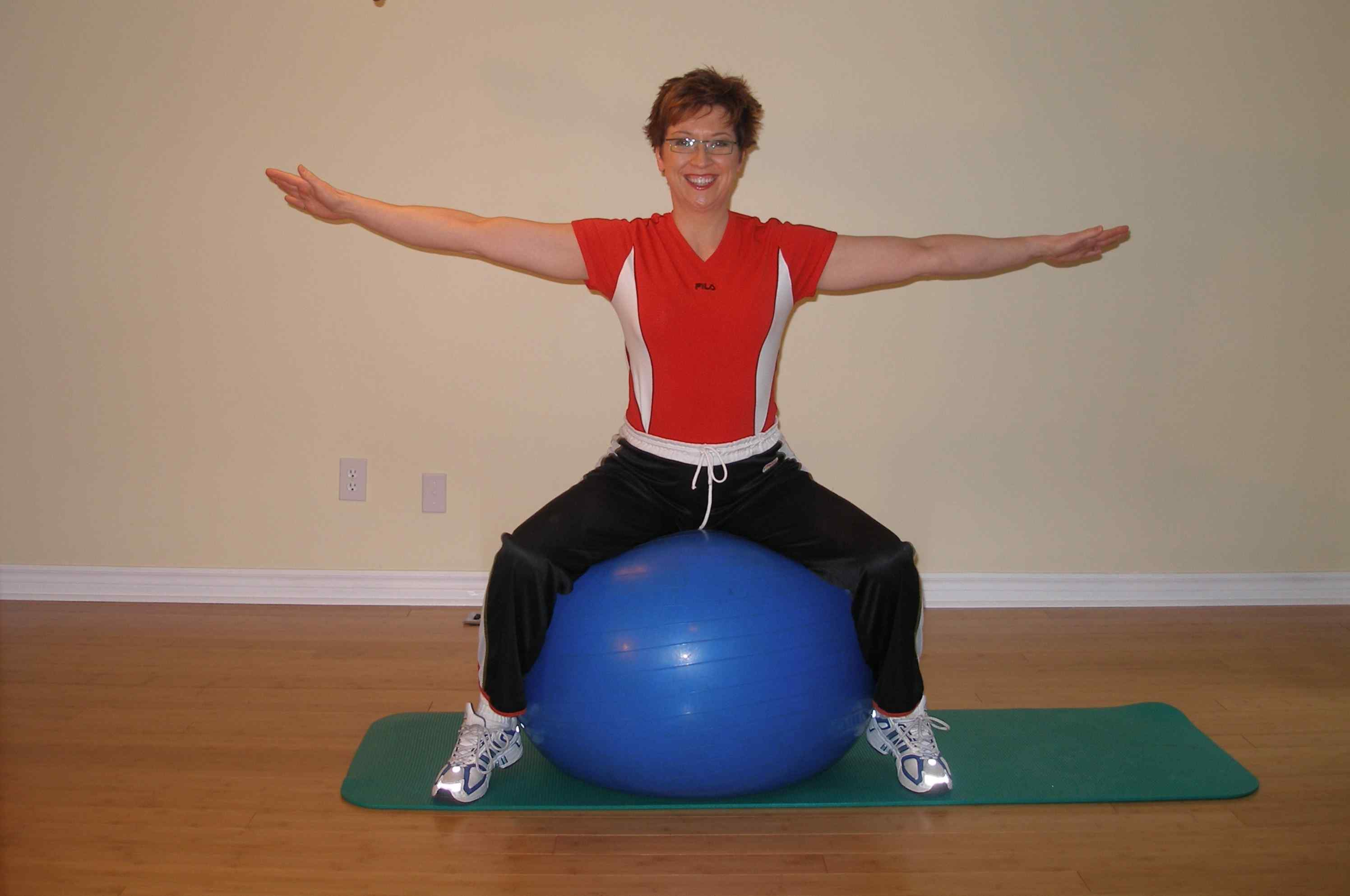 thigh squeezes - inner thigh exercise start