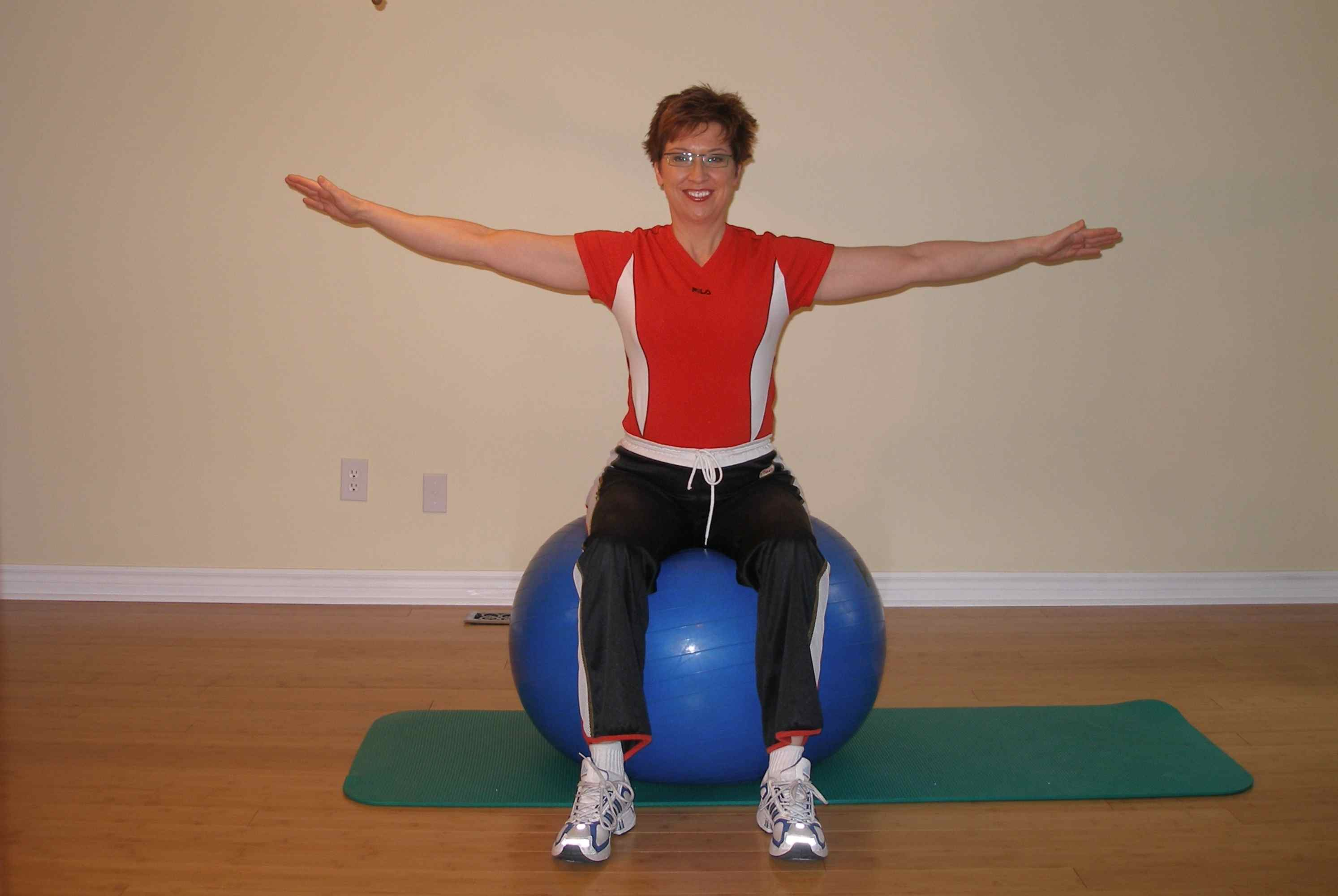 bilateral leg raise on the exercise ball start