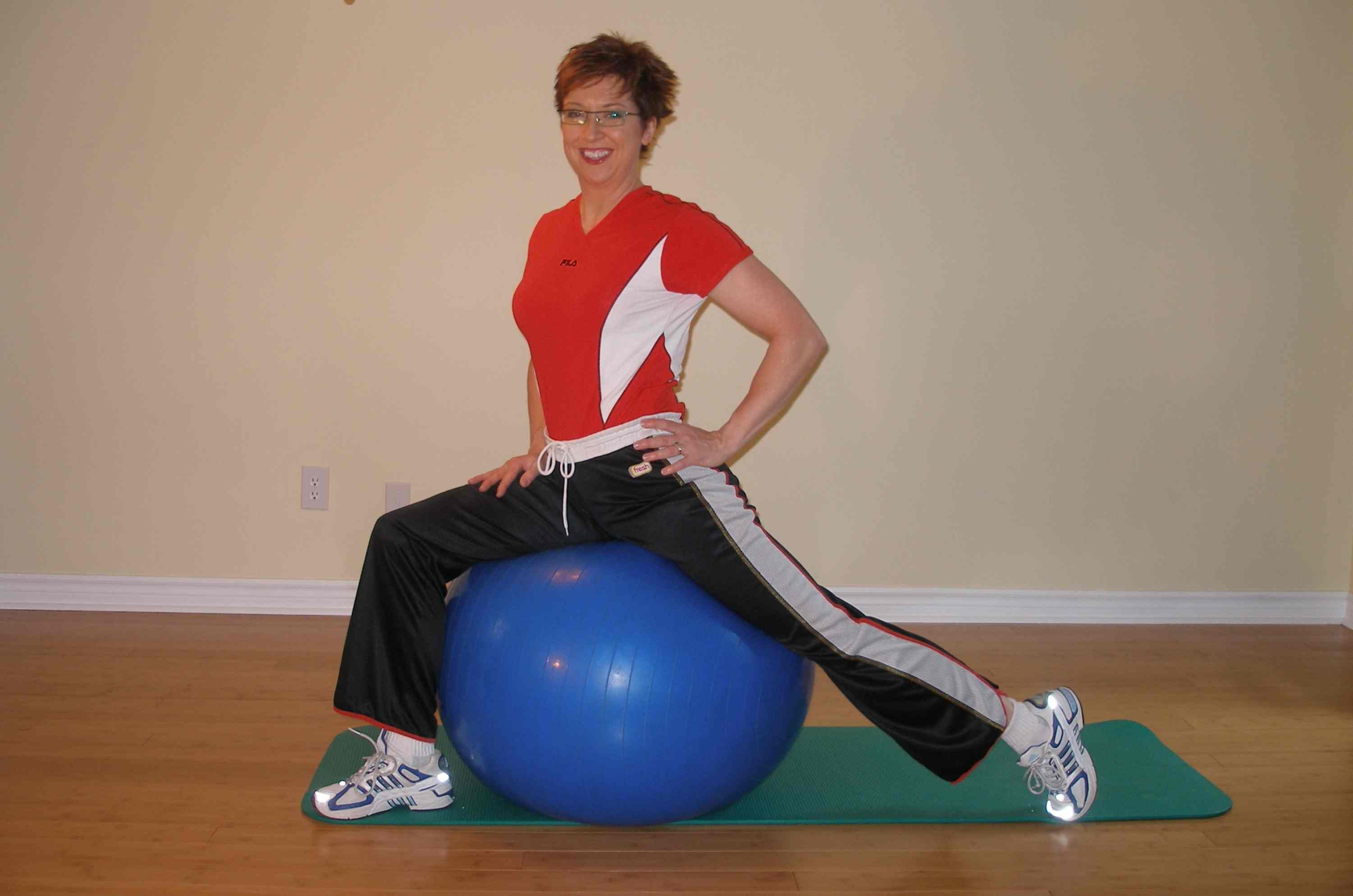 hip flexor exercise ball stretch